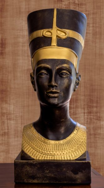 Nefertiti's figure - Signewords blogs