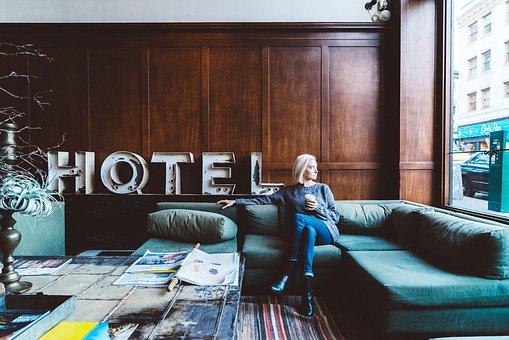 Traduir descripció hotelera Signewords